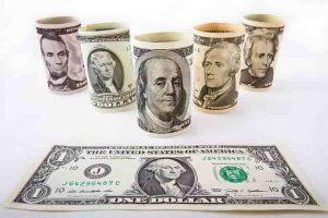 dinero dolares reales