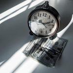 finanzas y dinero reloj