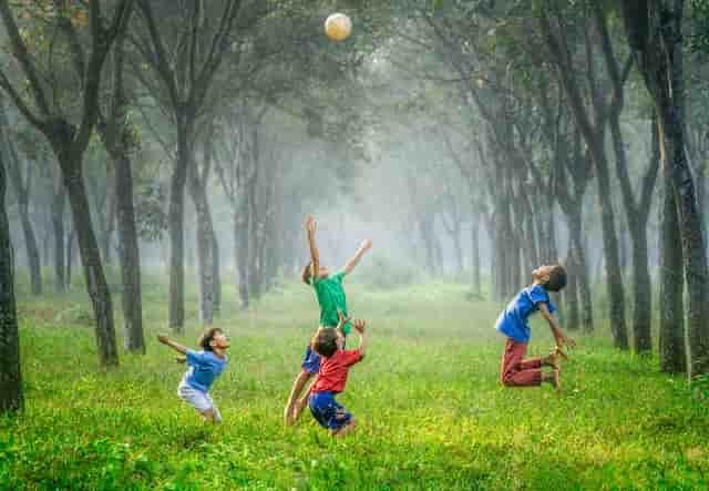 niños que juegan, niñez